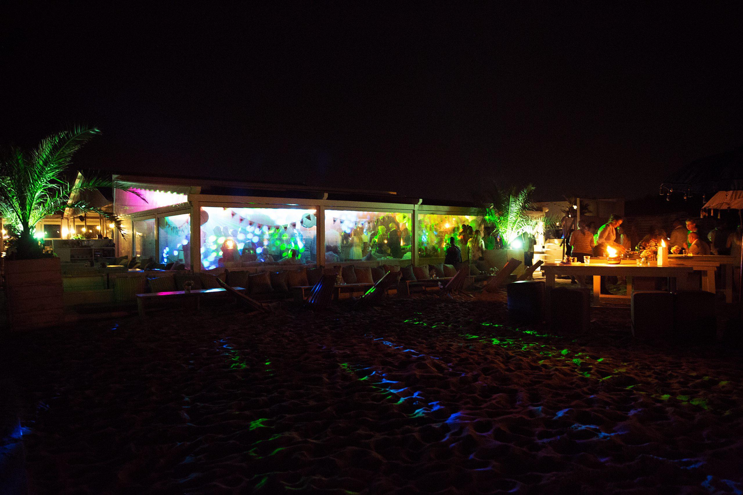 Bedrijfsfeest aan het strand